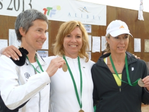 avec Cristina Wolf (ALL), et Lettica Venter (RSA) les demi finalistesMarie Christine a battu Lesley O'Halloran (IRL) en finale